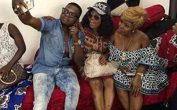 "Photo: Diamond Appiah 'punches' Afia Schwar and Mzbel for having ""roasted plantain skin"""