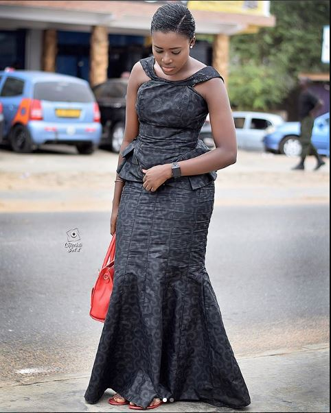 Ghanaians Slam Fella Makafui For Allegedly Hiring A Photographer To Follow Her Take 'Slay' Pictures At Ebony's One-Week