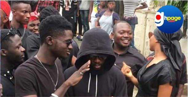 Kuami Eugene fires back at critics for mocking him over the faded black shirt he wore to Ebony's one-week observation