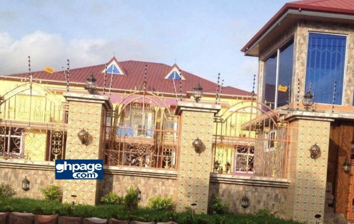 Photos and Video of Captain Smart's Beautiful Mansion and Cars will leave you Jaw Drop