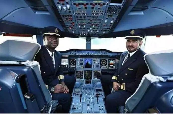 Captain Quainoo finally lands in Accra with World's biggest plane