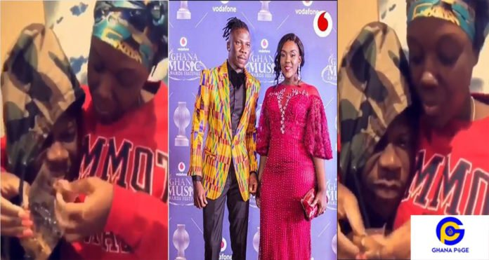 Marriage Goals: Dr Louisa feeds husband Stonebwoy in a romantic style