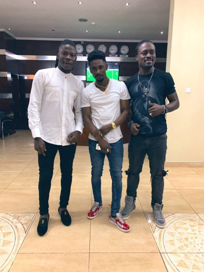 stonebwoy chris martin e1554816532460 - Stonebwoy shares picture with Christopher Martin to troll Shatta Wale