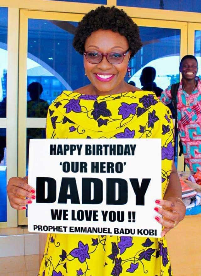 Rev Obofour sprays money on Prophet Badu Kobi at his birthday party