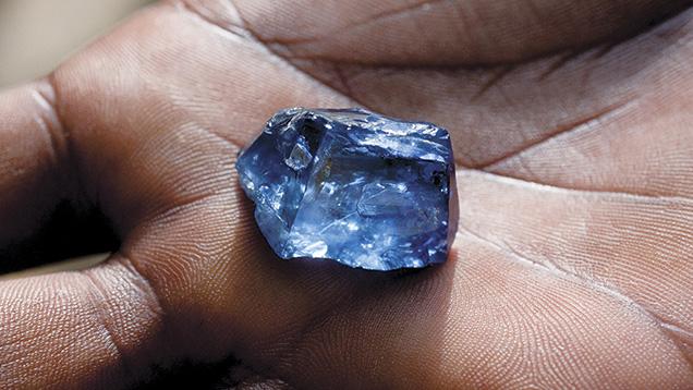 Tinh thể sapphire này là từ mỏ chính ở Kataragama.Ảnh của Vincent Pardieu.