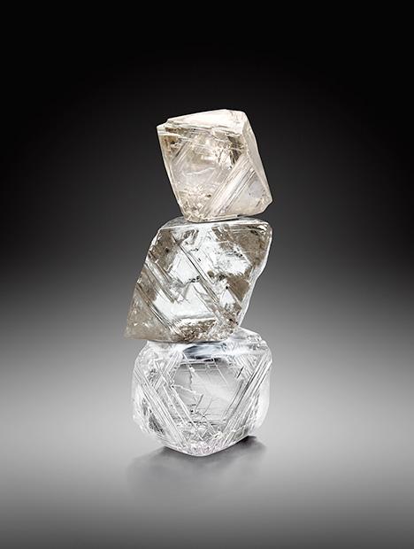 Kim cương thô khai thác từ mỏ Diavik. Rio Tinto Diamonds