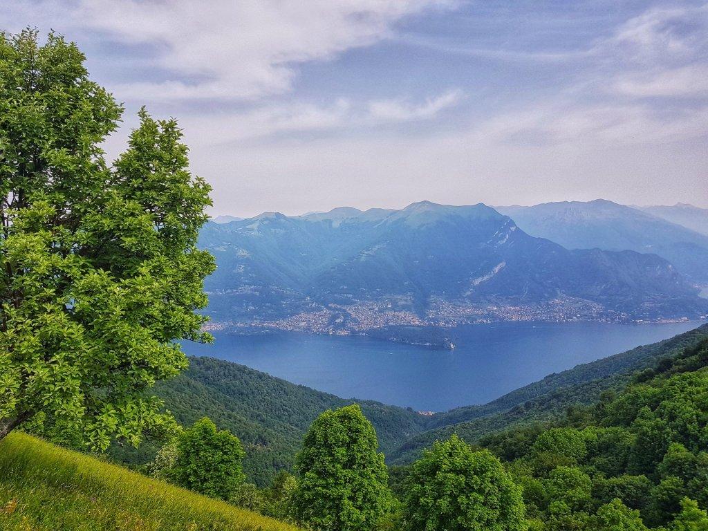 vista lago di como dal rifugio martina