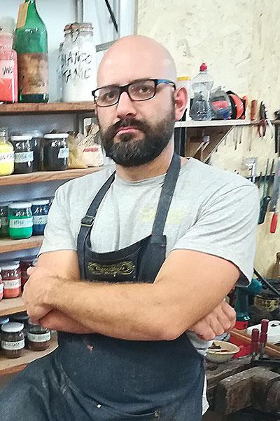 Giacomo, carpenter and creative restorer in Florence