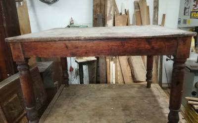 Early '900 Wooden table with drawer