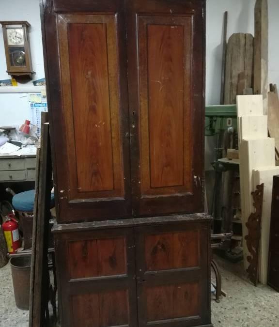 Credenza doppio corpo decorata finto legno fine '800