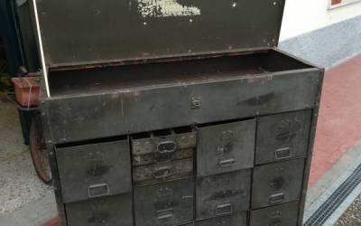 Cassettiera militare americana in metallo