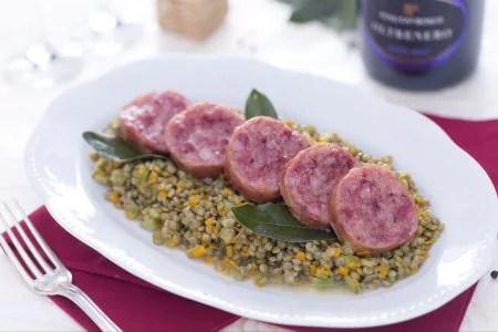 Ricetta Cotechino con lenticchie  La Ricetta di GialloZafferano