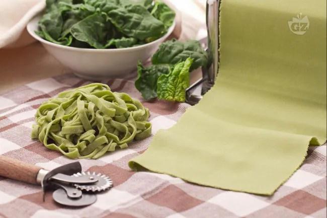 Ricetta Pasta verde agli spinaci  La Ricetta di GialloZafferano