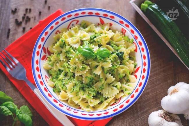 Ricetta Pasta e zucchine  La Ricetta di GialloZafferano