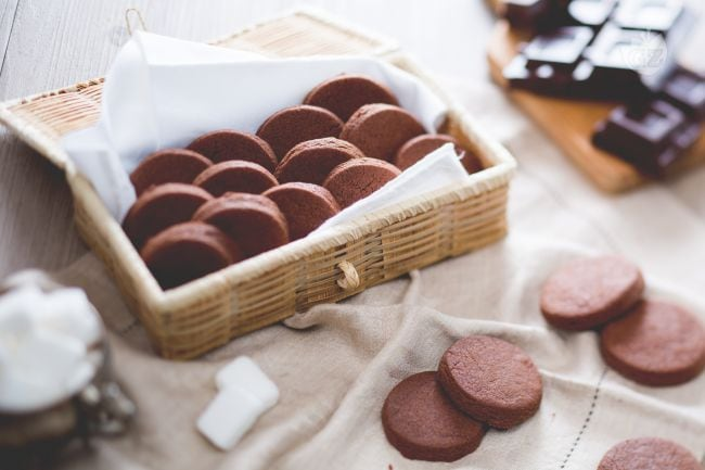 Ricetta Biscotti al cioccolato  La Ricetta di GialloZafferano