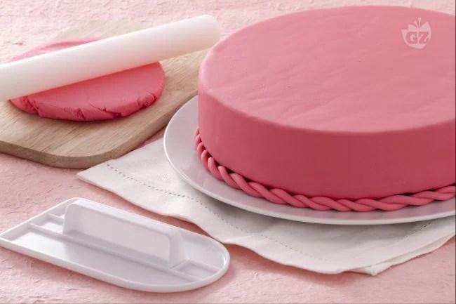 Risultati immagini per immagine torta pasta di zucchero