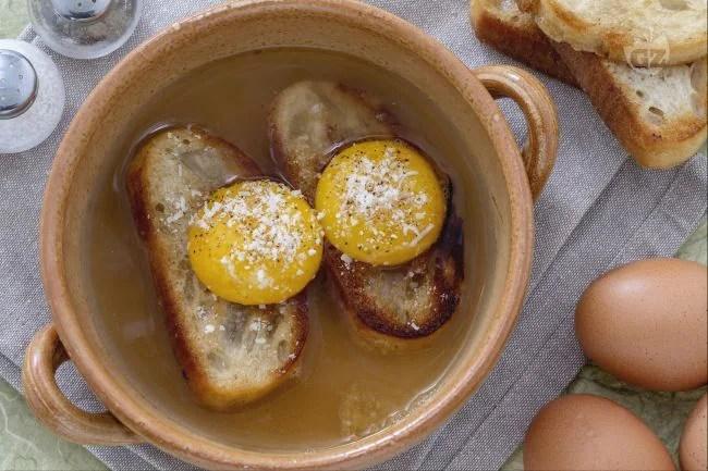 Ricetta Zuppa alla Pavese  La Ricetta di GialloZafferano