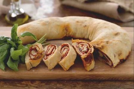 Ricetta Pizza arrotolata pizza Stromboli  La Ricetta di GialloZafferano
