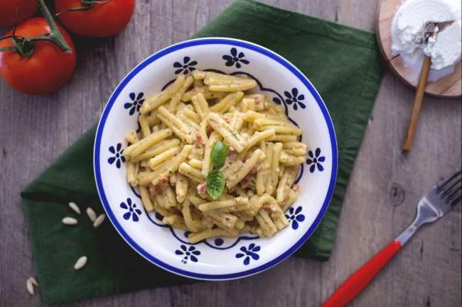 Ricetta Casarecce con pesto alla siciliana  La Ricetta di