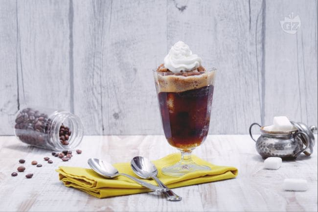 Ricetta Granita al caff con panna  La Ricetta di GialloZafferano