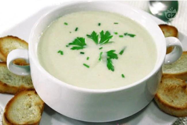 Ricetta Vichyssoise crema fredda di porri e patate  La Ricetta di GialloZafferano