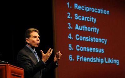 Robert Cialdini – I segreti della scienza della persuasione