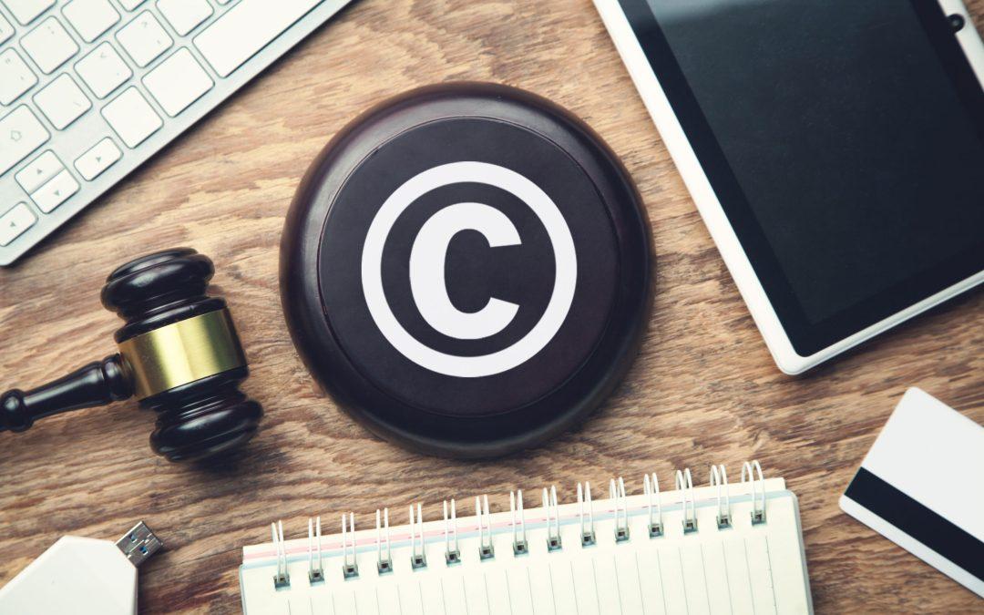 È lecita la riproduzione di contenuti o approfondimenti scaricati da siti a pagamento?