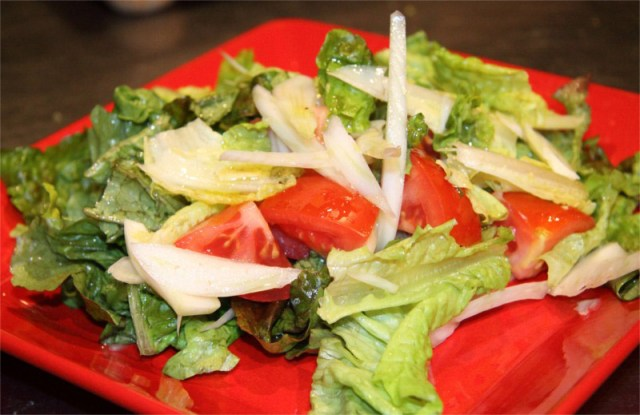 Green-Salad-with-Tomatoes-and-Fennel-8x6.JPG