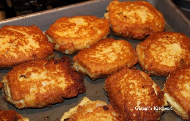 Potatoes-with-Salmon-Cakes-copy-8x6.JPG