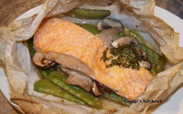 Salmon-with-vegetables-in-parchment-paper.-copyJPG-8x6.JPG
