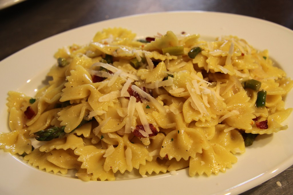 Asparagus and saffrom farfalle 2