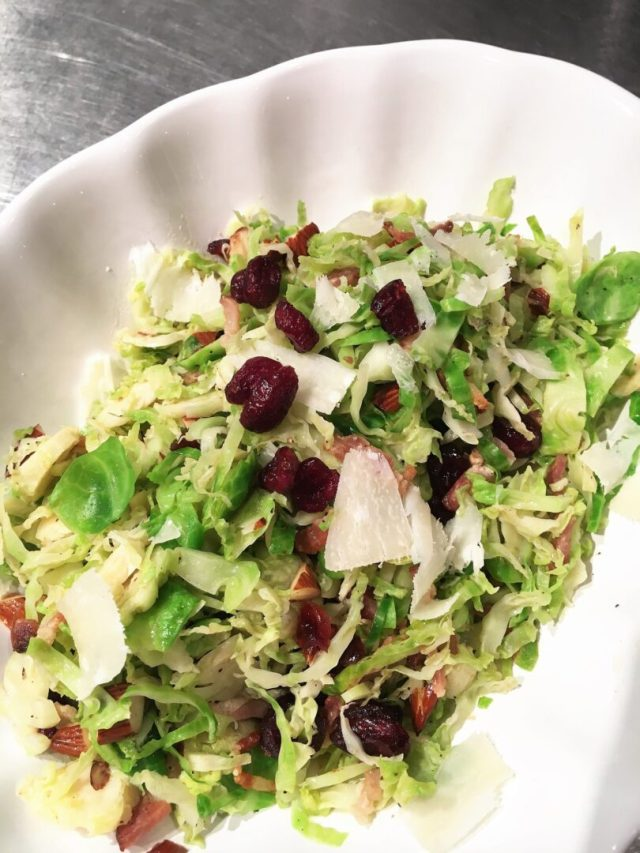 Brussel sprouts with almond, bacon and cranberries 2