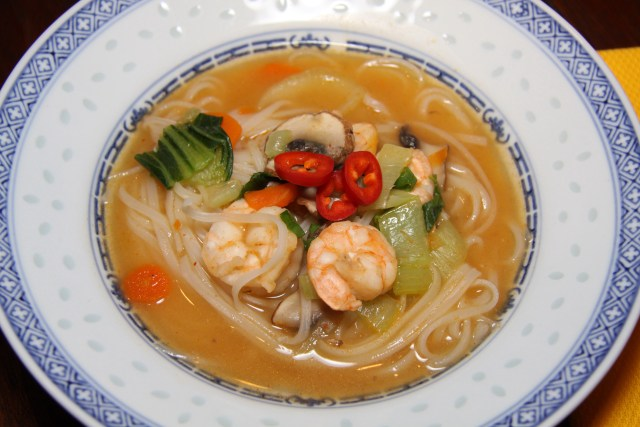Pad Thai Soup with srhimps and vegetables