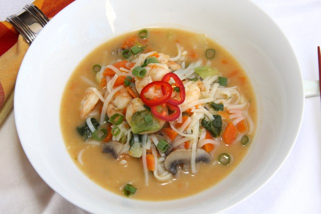Pad Thai Soup with Shrimps and vegetables