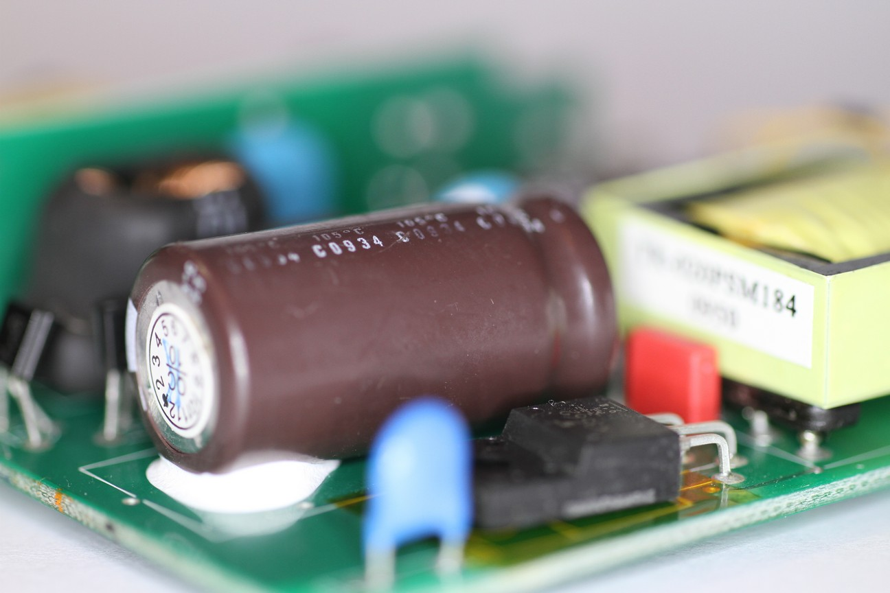 hight resolution of the big brown electrolytic capacitor in this picture is the high voltage filter capacitor this