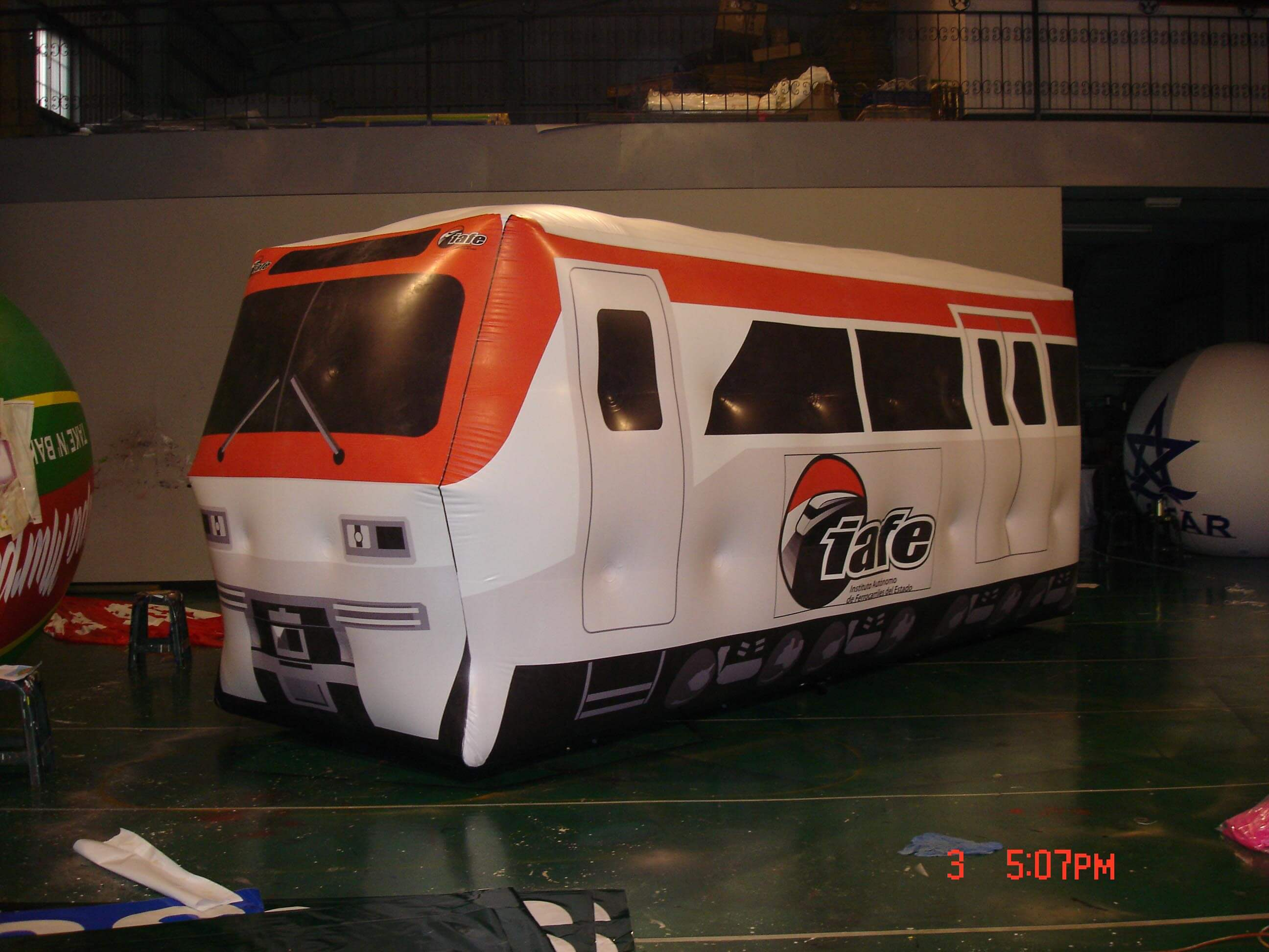 Inflatable white and red train carriage balloon火車車廂廣告氣球