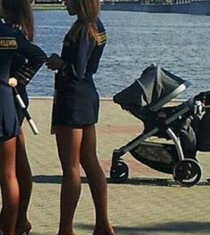 Οι Ρωσίδες που υπηρετούν στο αστυνομικό σώμα φαίνεται ότι άρχισαν να  γίνονται «καυτές» κονταίνοντας τις φούστες τους και φορώντας ψηλοτάκουνες  γόβες 3e5bc550833