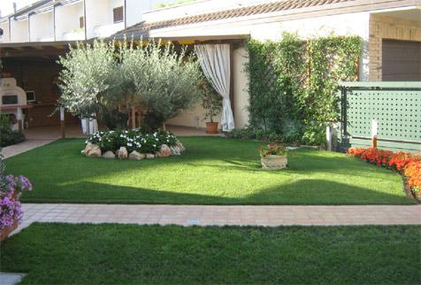 Come progettare un giardino potare ed innaffiare for Realizzazione giardini privati
