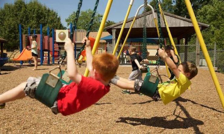 Εφτά αδιαπραγμάτευτοι κανόνες της παιδικής χαράς που πρέπει να ακολουθούν οι γονείς