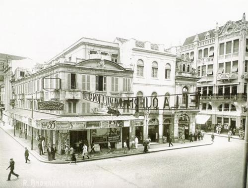 A rua dos Andradas (Rua da Praia) no centro de Porto Alegre em 1930