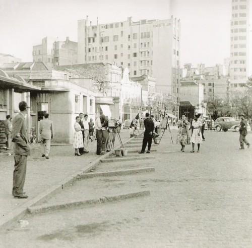 Fotógrafos lambe-lambes na Praça Parobé em 1950