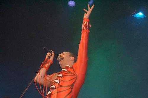Banda Doctor Queen Revive Freddie Mercury 1