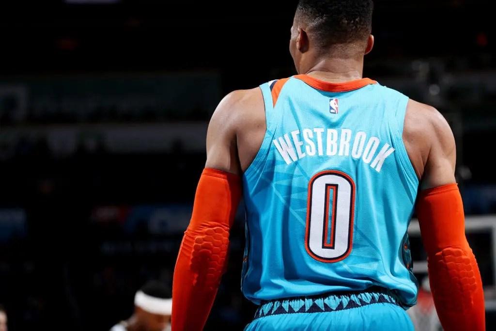 Russell Westbrook hace historia a ritmo de triple-doble