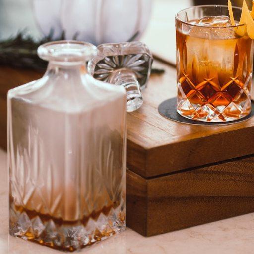 una bottiglia di rum