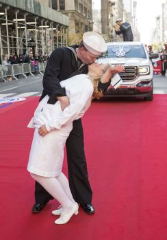 Re-enactment of the famous World War II V-J Day kiss photo at this year's New York City Veterans Day Parade (Photo: Lev Radin)