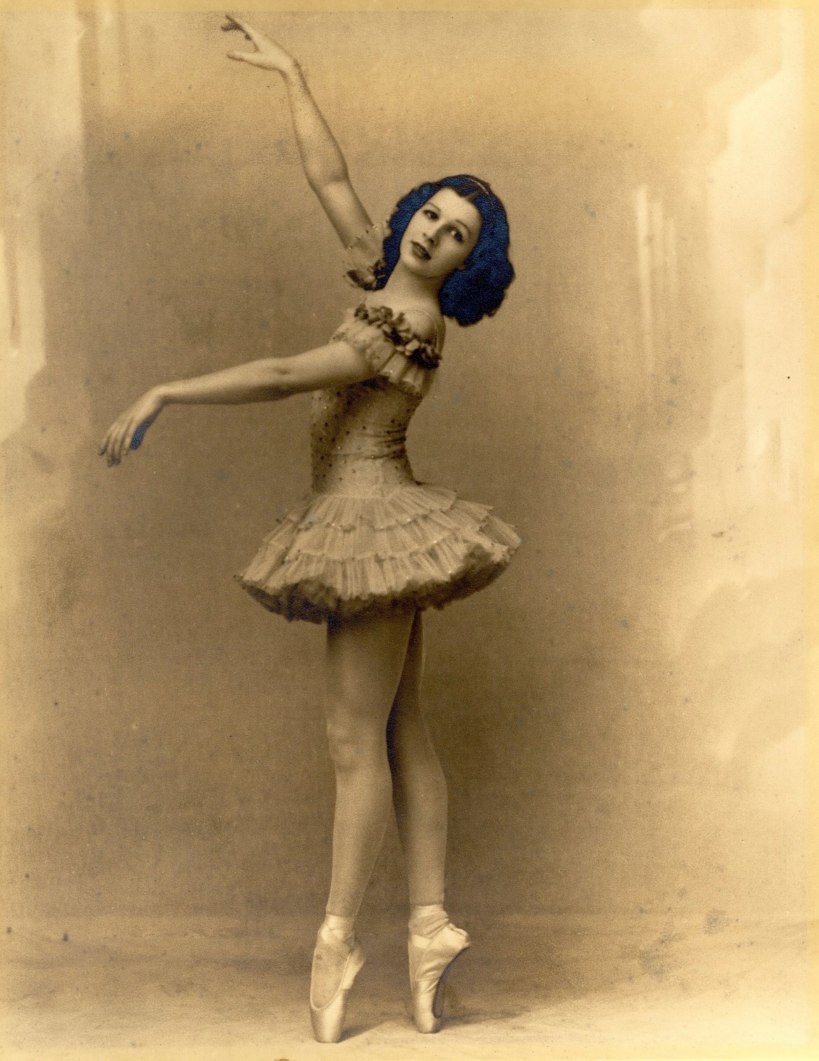 The new slippers with flat bottoms became extremely popular, allowing dancers to expand their skills.