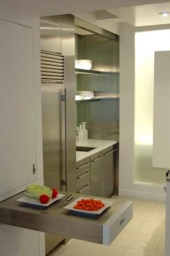 משטח נשלף במטבח בדירה בטרייבקה גיל דביר עיצוב פנים
