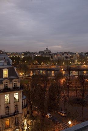 Paris la nuit  Le blog de Gilles Pudlowski  Les Pieds dans le Plat