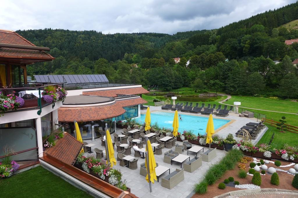 Excellent Luhtel Et La Piscine Extrieure Gp With Hotel