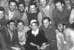 Gloria Swanson visits the set of Stalag 17 and the entire cast is charmed